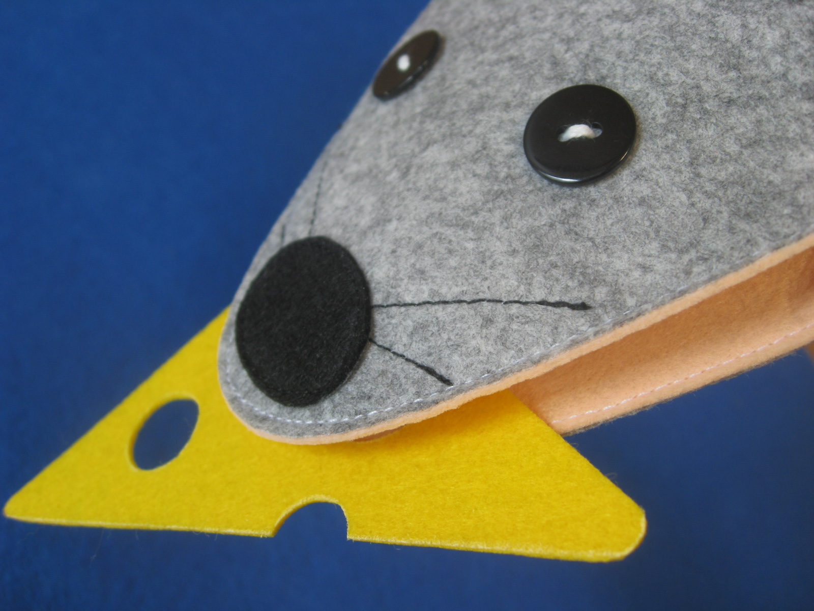 выкройка игрушки из фетра на руку мышка