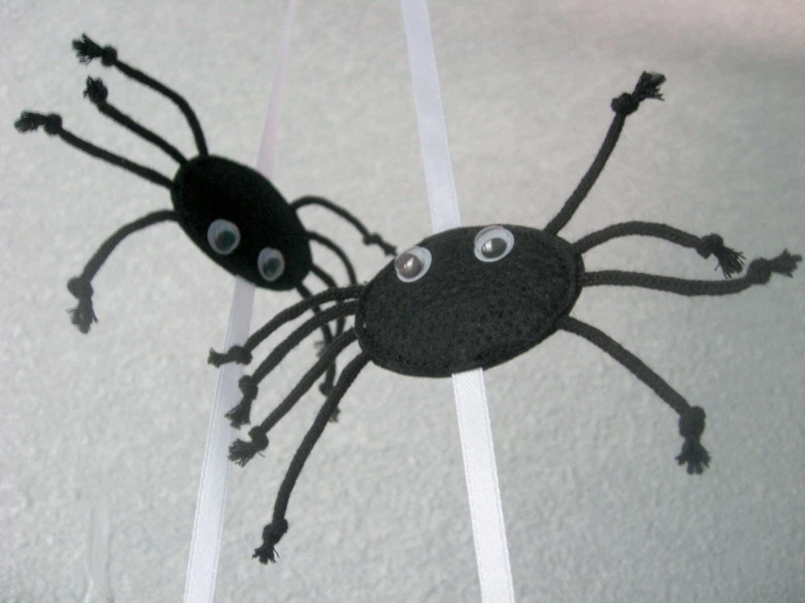 паук игрушка из фетра