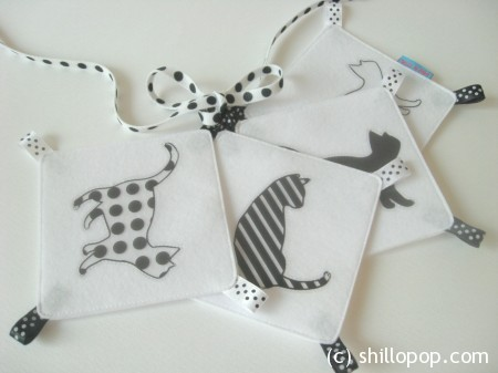 White and black visual stimulation felt cards for baby