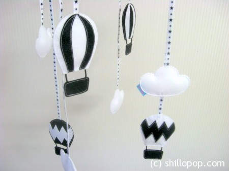Black and White felt Air-balloons Mobile pattern