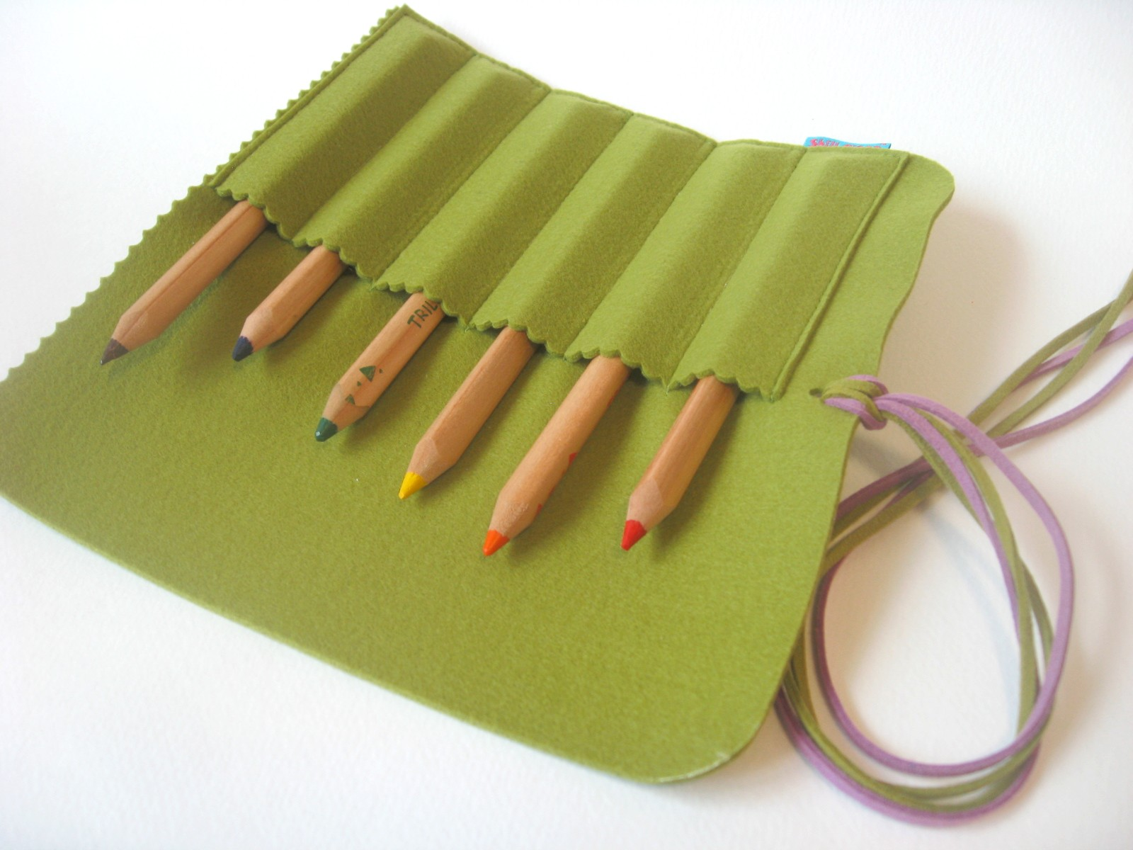 Пенал-ролл из фетра для цветных карандашей мастер-класс