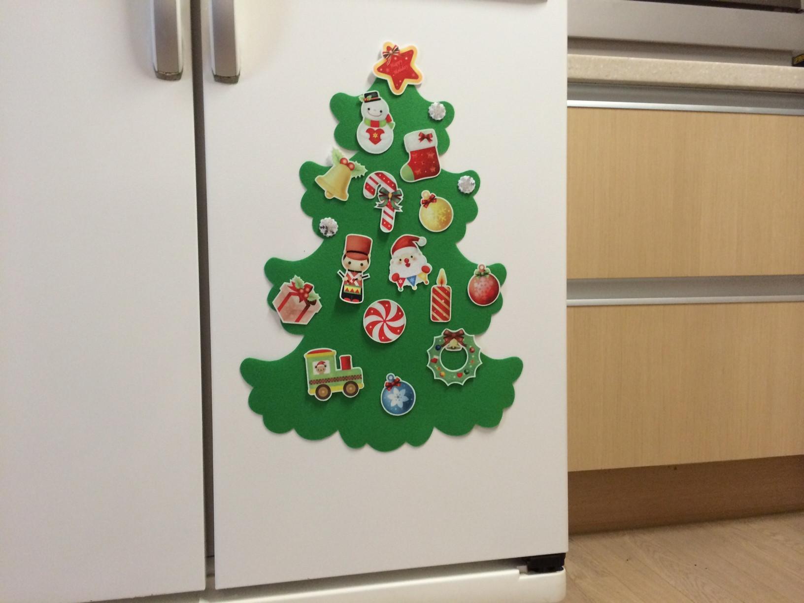 елка из фетра на холодильник с игрушками на магнитах выкройки